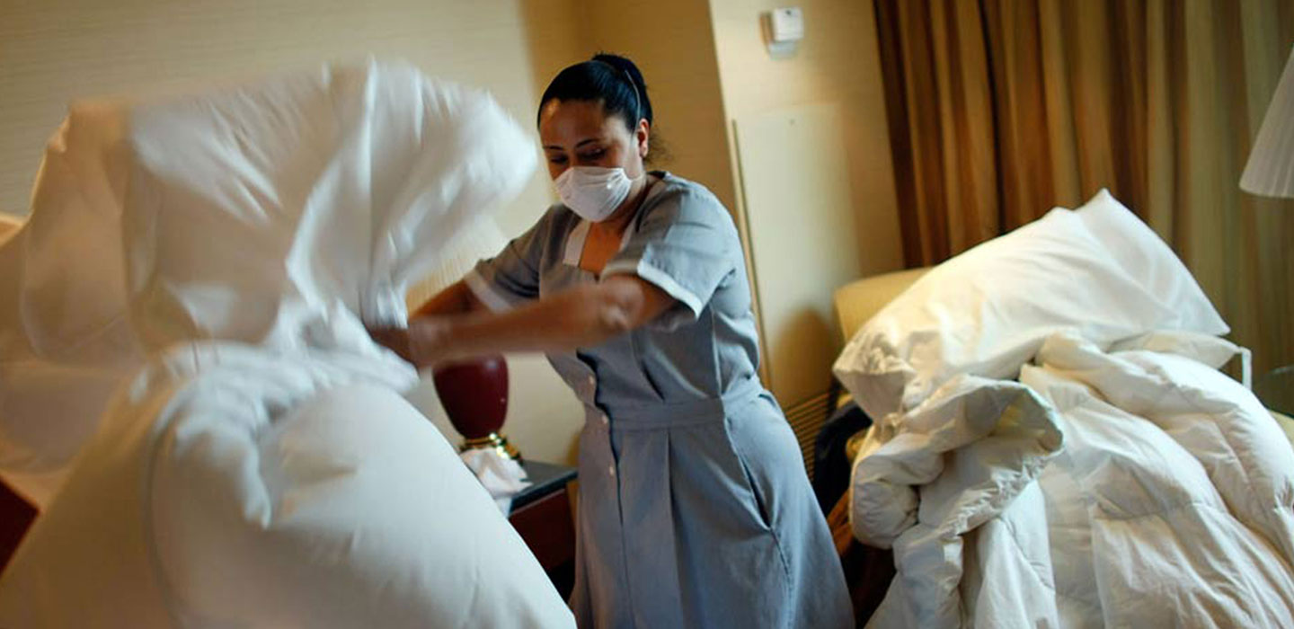 woman-cleaning_hotel_web_small